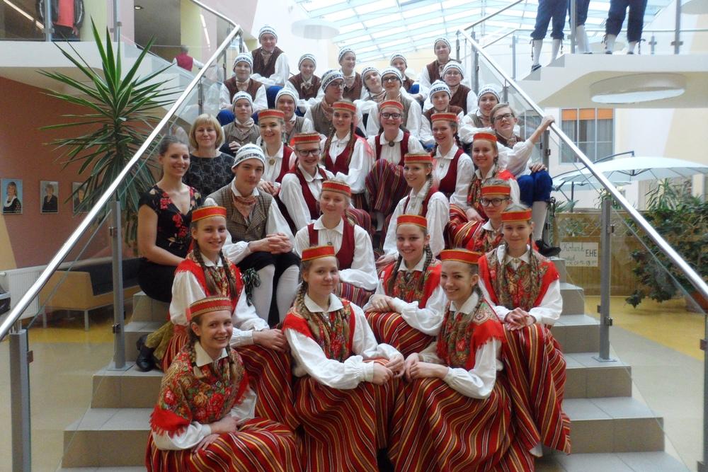 6.-7.kl tantsurühm tantsupeo ülevaatusel (aprill 2017)